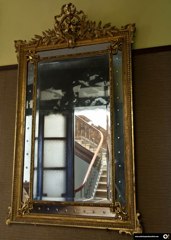 La casa de los espejos asturiaspordescubrir for Espejos redondos en la pared