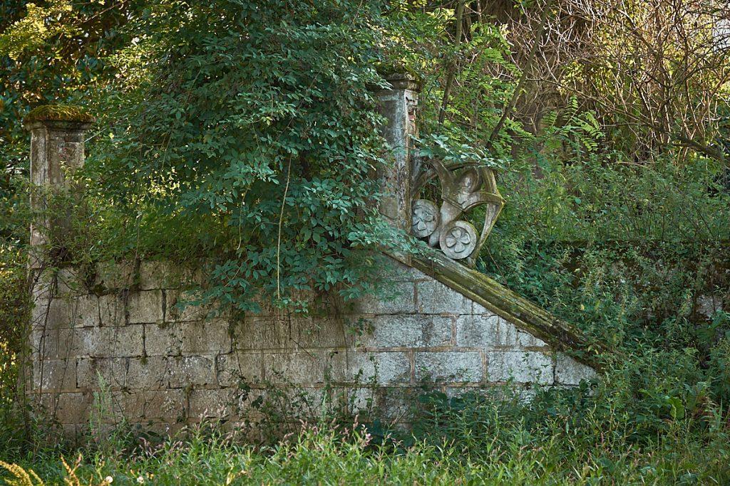 Restos de la casa de indianos en Noriega, Ribadedeva, Asturias