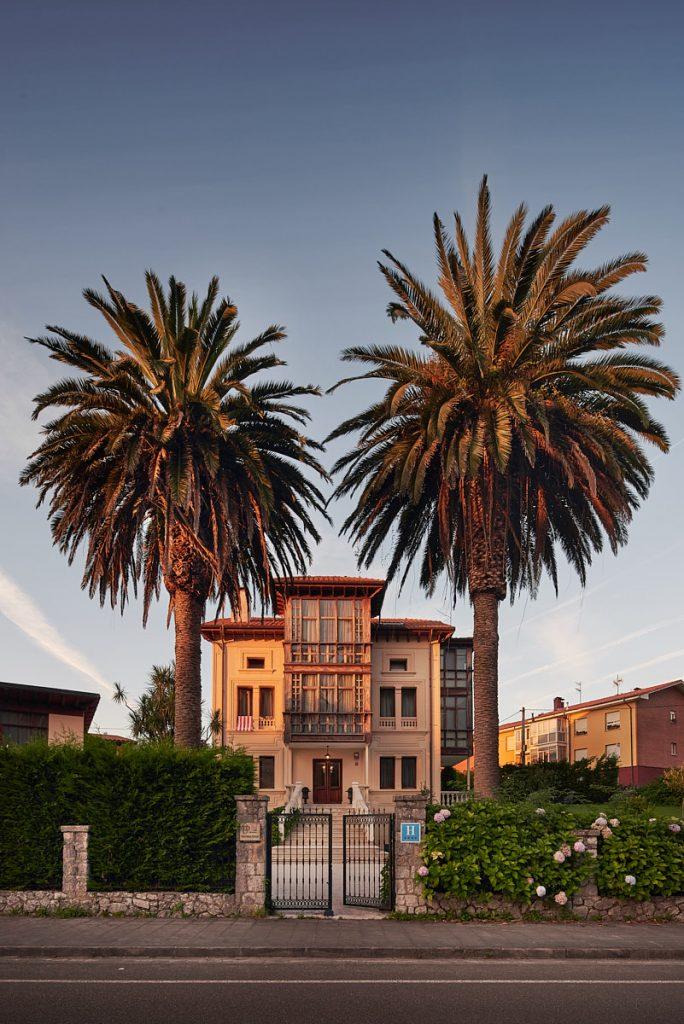 Chalé de Doña Gloria en San Roque del Acebal, cerca de Llanes. Casa de Indianos convertida en hotel