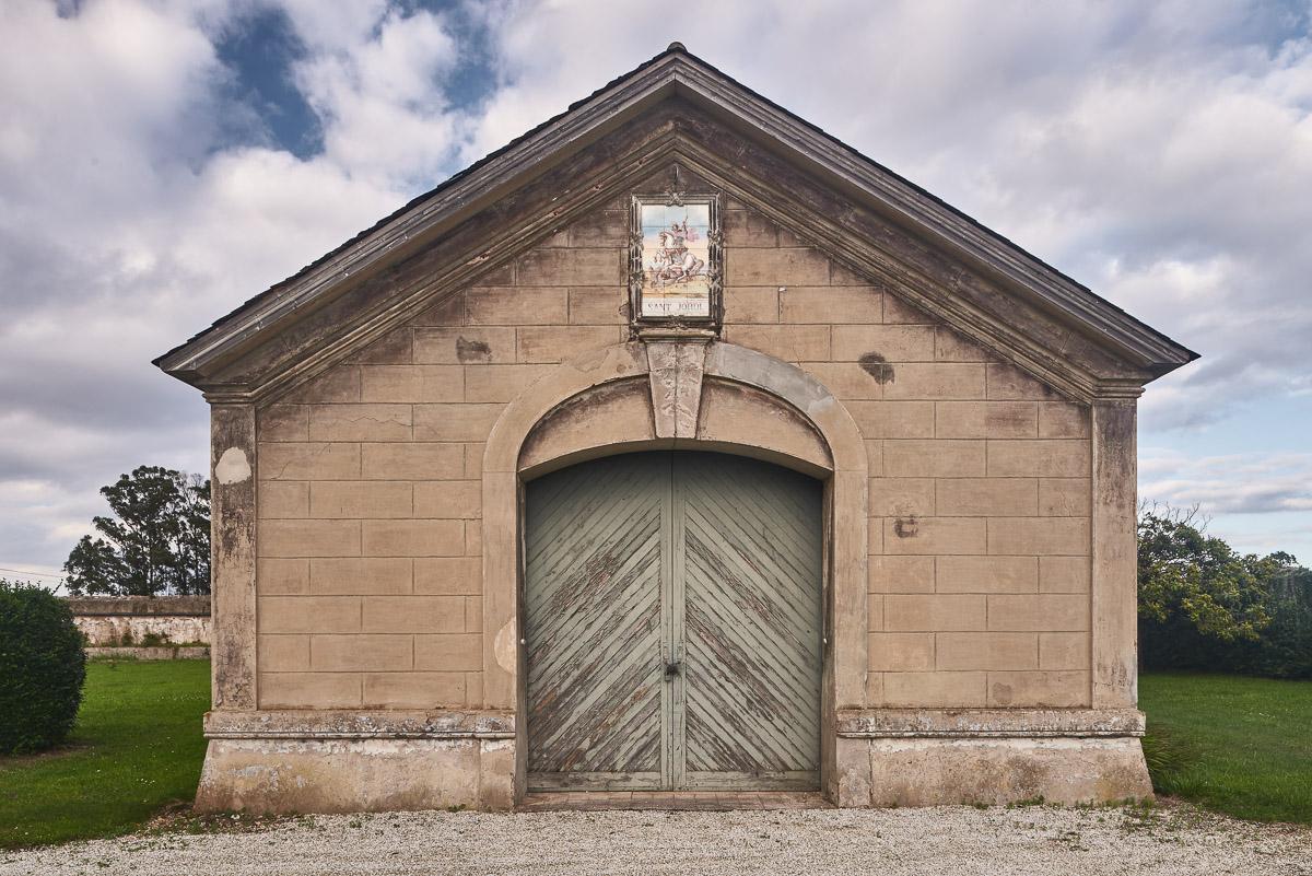 Garaje de la Quinta San Jorge, palacete del indiano Eduardo Jardón situado en Viavélez, Asturias.