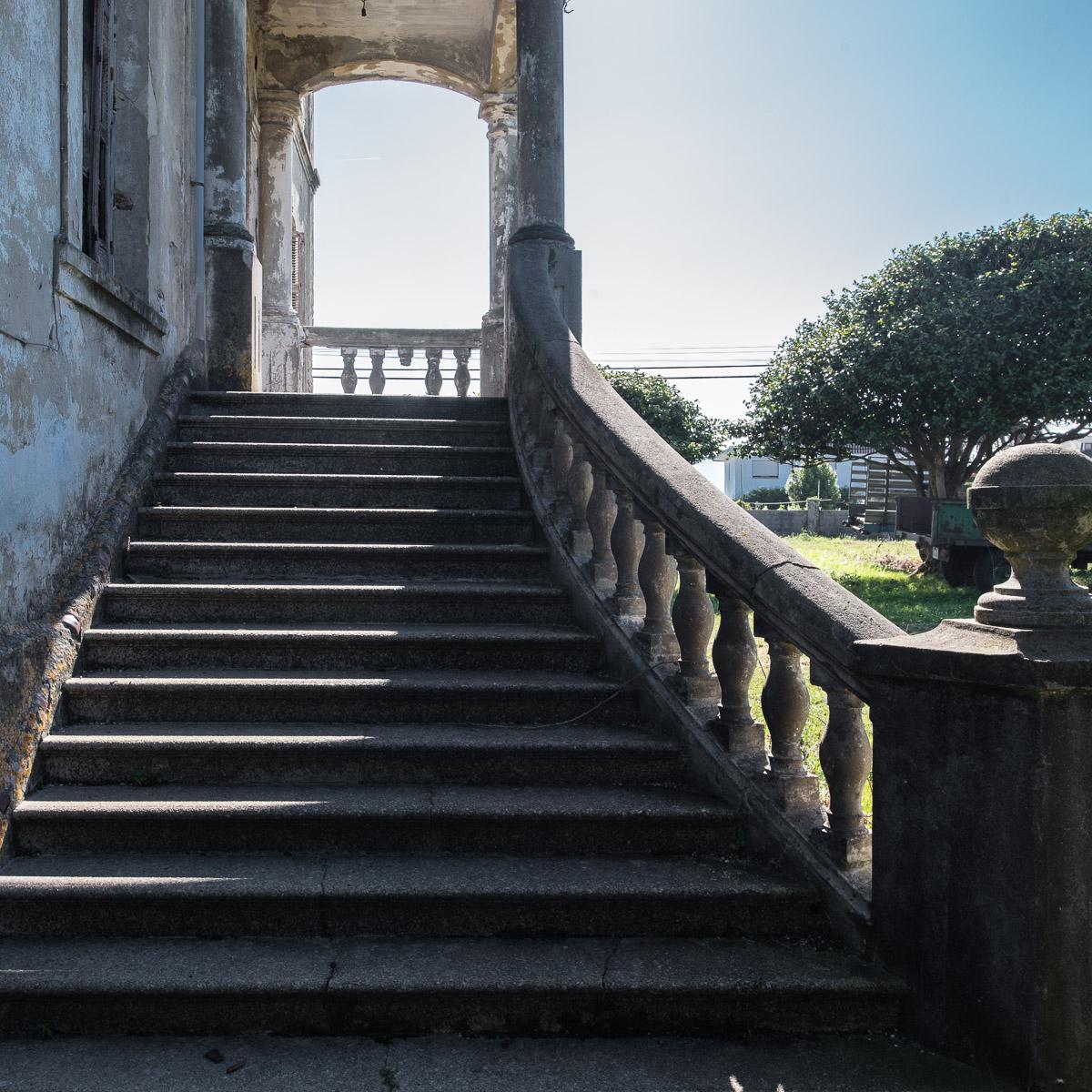 Escalera de Villa Arbosa, casa de indianos en Ortiguera, concejo de Coaña, Asturias