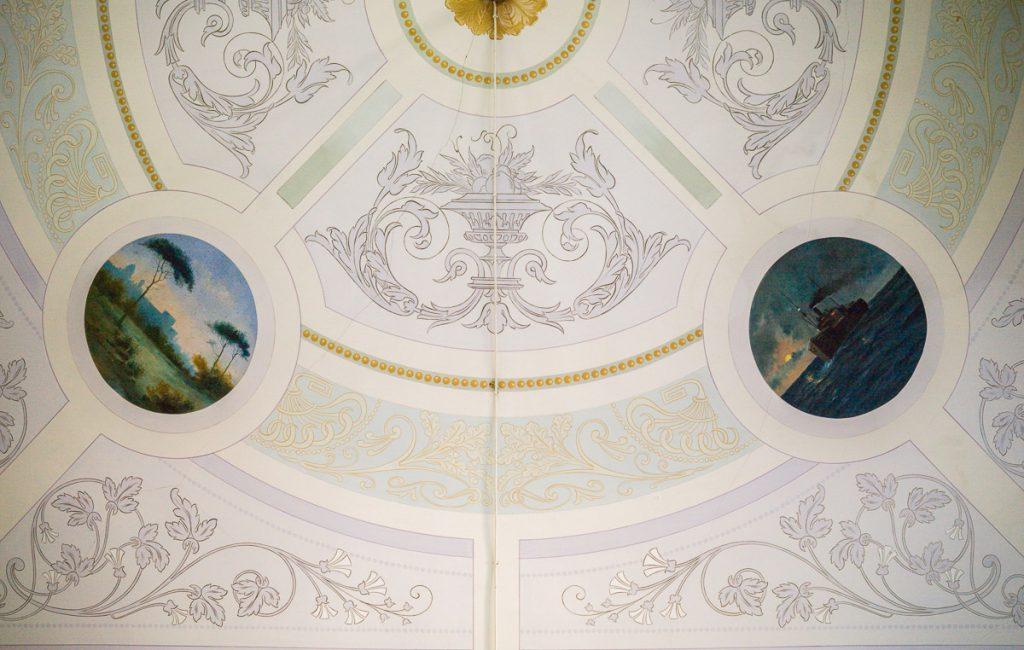 Pinturas decorativas en el techo de Villa Rosita