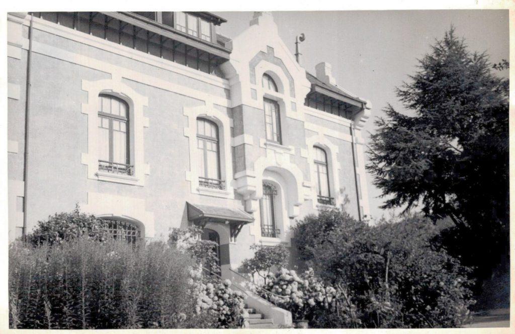 Lateral de Villa Rosita, casa de indianos de Ángel García en Otur, Valdés