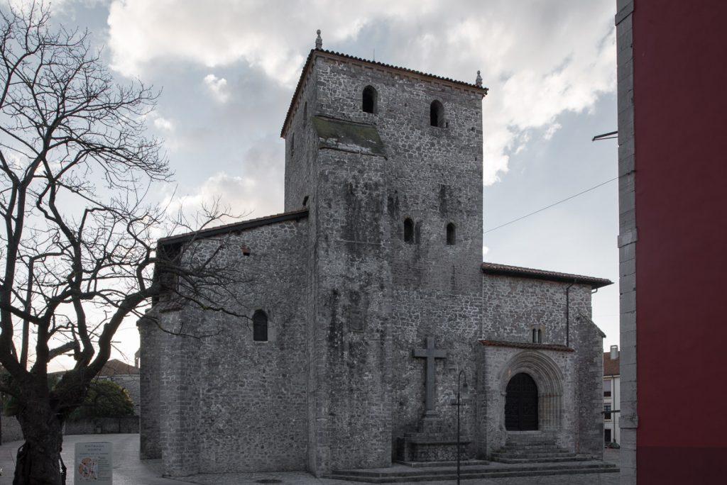 Basílica de Santa María en el Casco Histórico de Llanes, Asturias