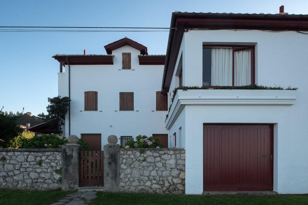 Casa del Reloj en la playa de Santa Marina, Ribadesella, Asturias