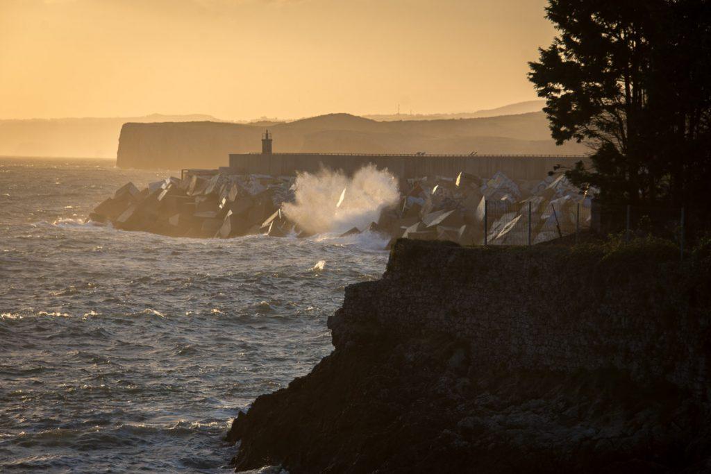 Panorámica de la costa en Llanes, frente a los Cubos de la Memoria