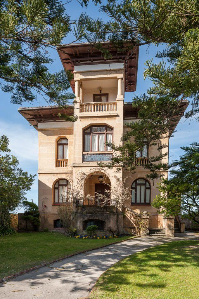 Villa Argentina en la playa de Santa Marina en Ribadesella