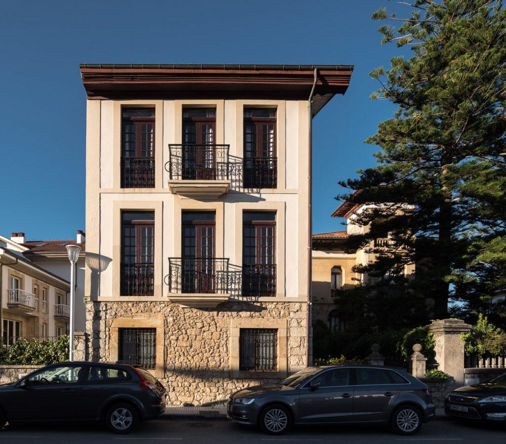 Villa Buenos Aires en la playa de Santa Marina en Ribadesella, Asturias