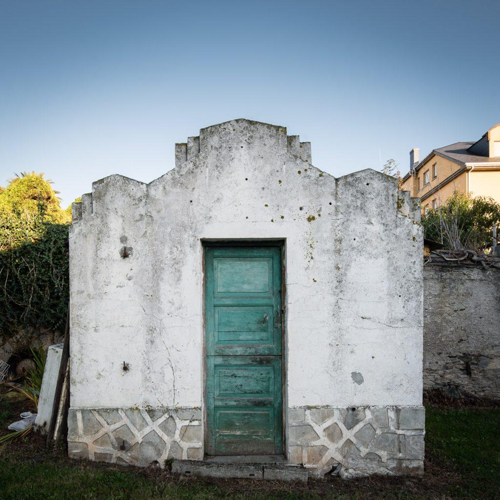 Casa de apero en csona de Puerto de Vega, Navia