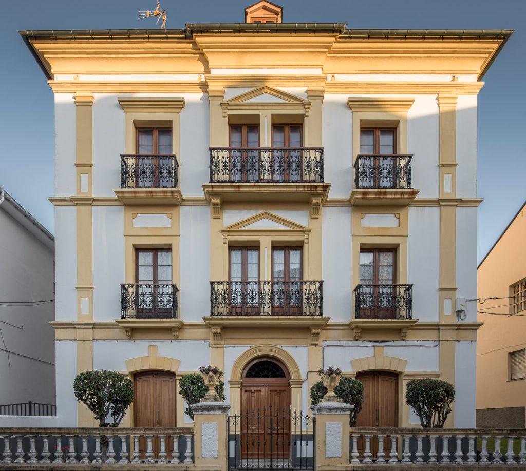 Casa del indiano José Suárez en Puerto de Vega, Navia, Asturias