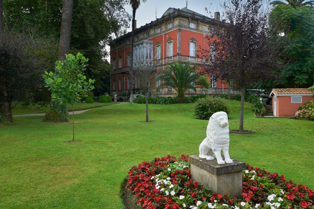 La entrada a la finca de Villa María y a su jardín clásico