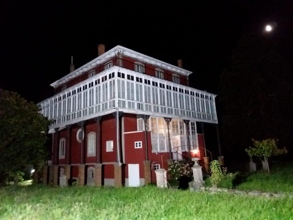 Galería de la villa indiana La Casona en Somao