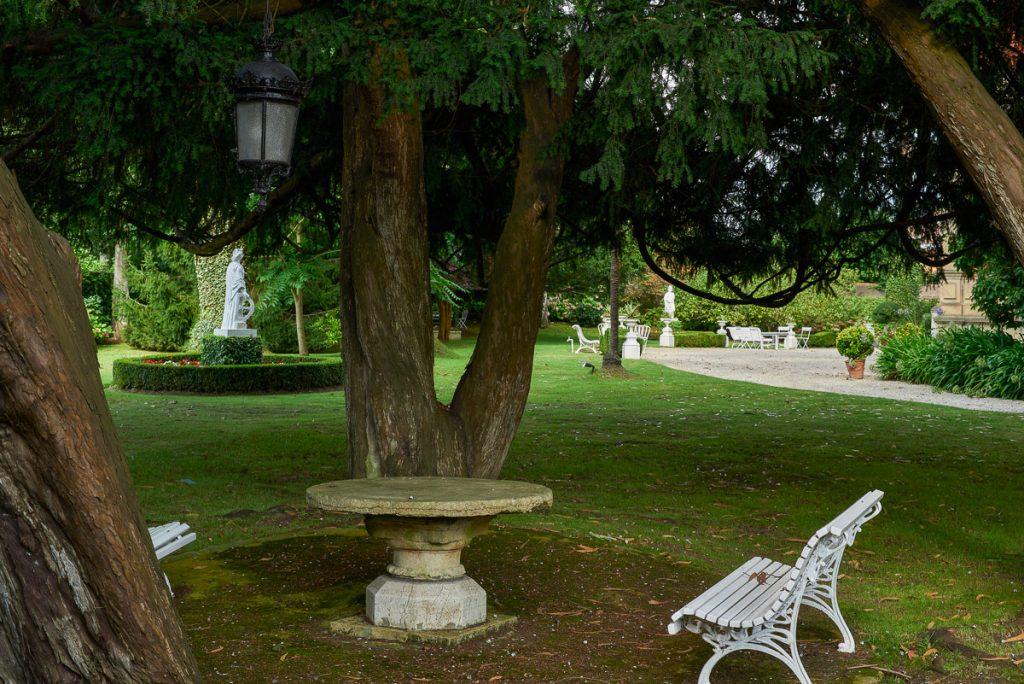 Un rincón del jardín de Villa María en Gijón