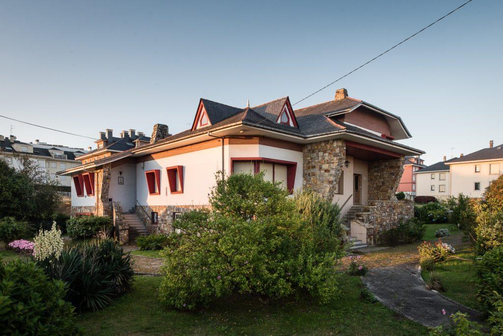 Villa Isabel es una de las casas de indianos de Puerto de Vega, Navia, Asturias