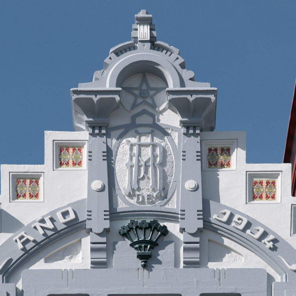 detalle de la fachada de Villa Rosario, casa de indianos en Ribadesella