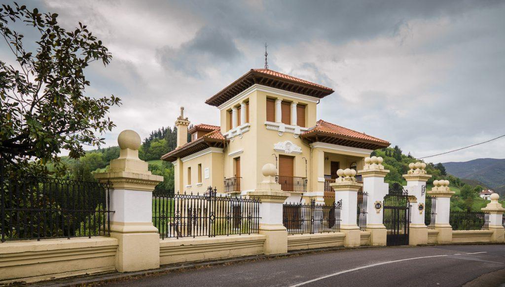 Villa Rosario, casa de indianos en Pola de Allande, Asturias