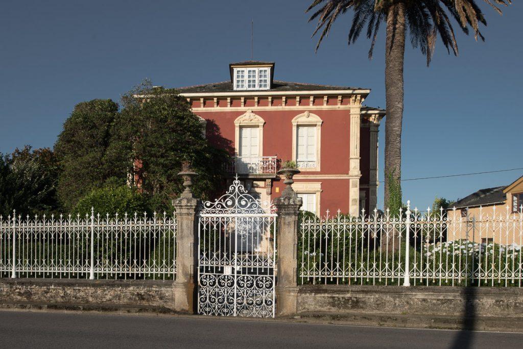 Casa de indianos Villa Rosario en Villapedre, concejo de Navia, Asturias