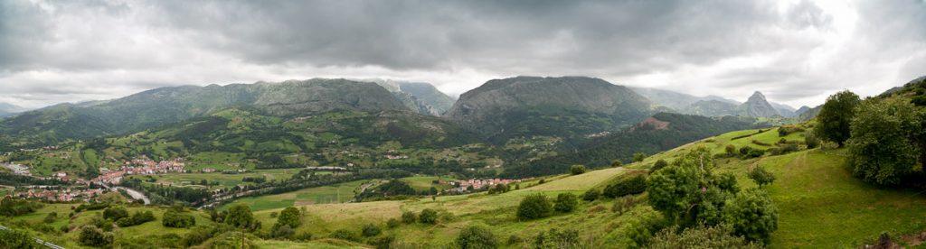 Paisaje del Valle de Peñamellera Baja en Asturias