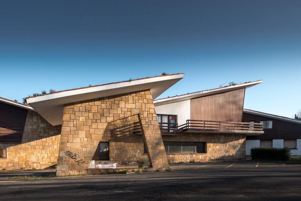 Detalle de la obra de los arquitectos Somolinos en la Ciudad Residencial de Perlora