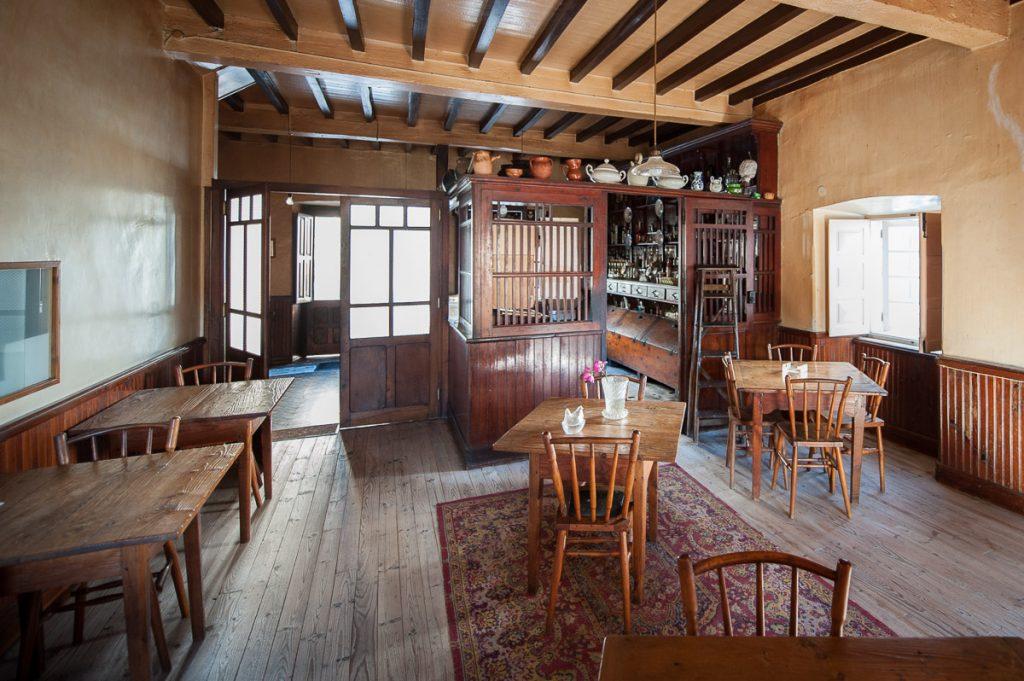 Antiguo bar y tienda de la fonda La Paca en Boal, Asturias