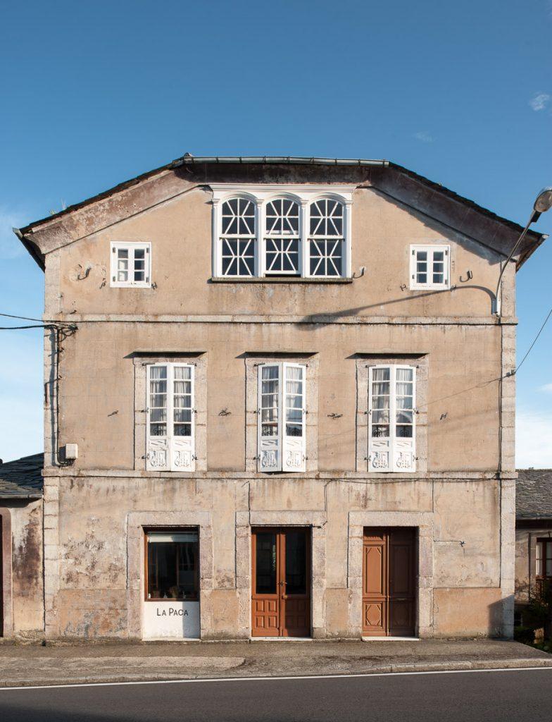 Exterior de La Fonda de La Paca en Boal, Asturias