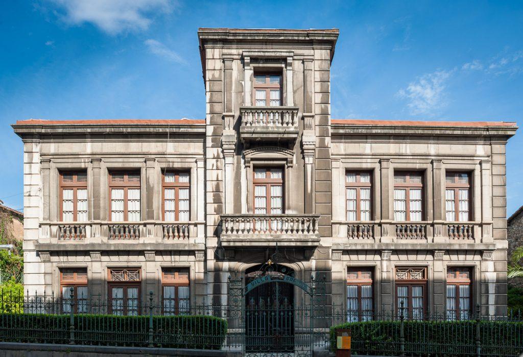 Aspecto anterior de Villa Granda en Grado, Asturias