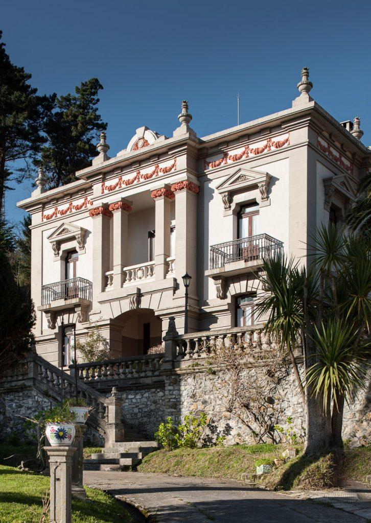 Casa de indianos La Atalaya, situada en el centro de Ribadesella, Asturias
