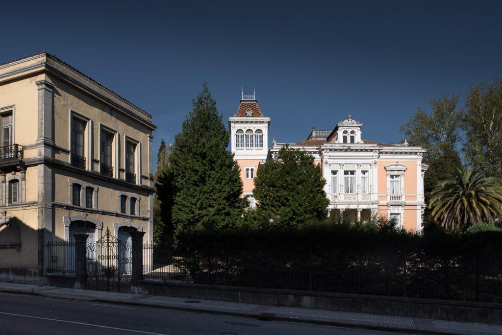 Vista general de El Capitolio, casa de indianos de Grado