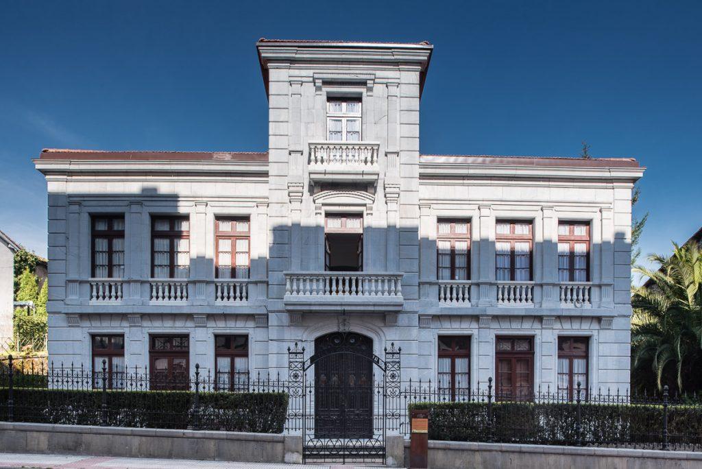 Casa de indianos Villa Granda en Grado, Asturias
