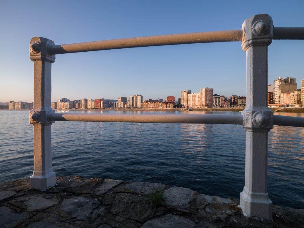 Vista de la bahía de Gijón desde la Iglesia de San Pedro