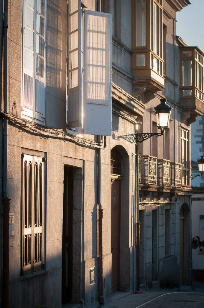 Casas de Castropol junto al parque Vicente Loriente Acevedo