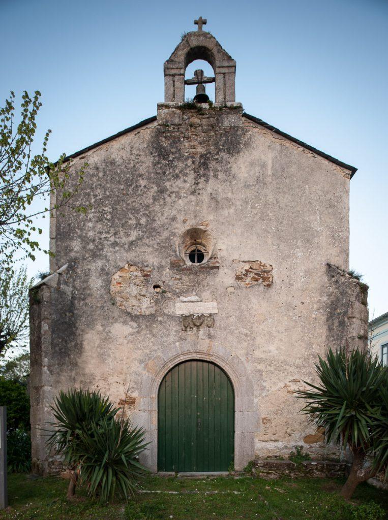 Capilla de Santa María del Campo en Castropol