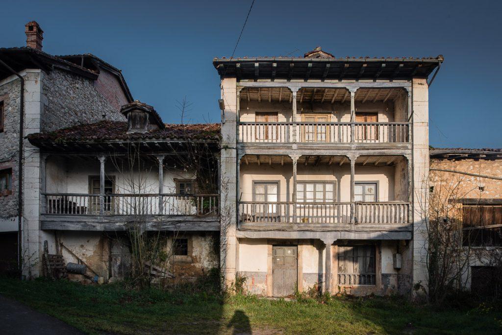 Casona tradicional en el pueblo de Villar, Onís, Asturias