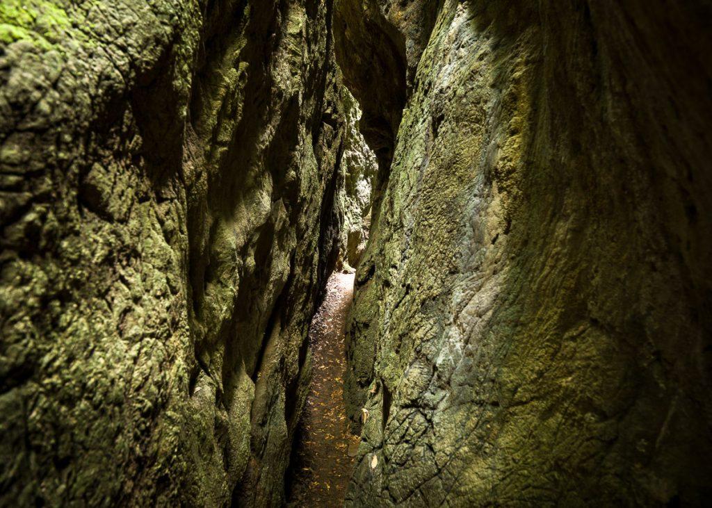 Pasadizo del Monumento Natural Cuevas de La Andina en Asturias