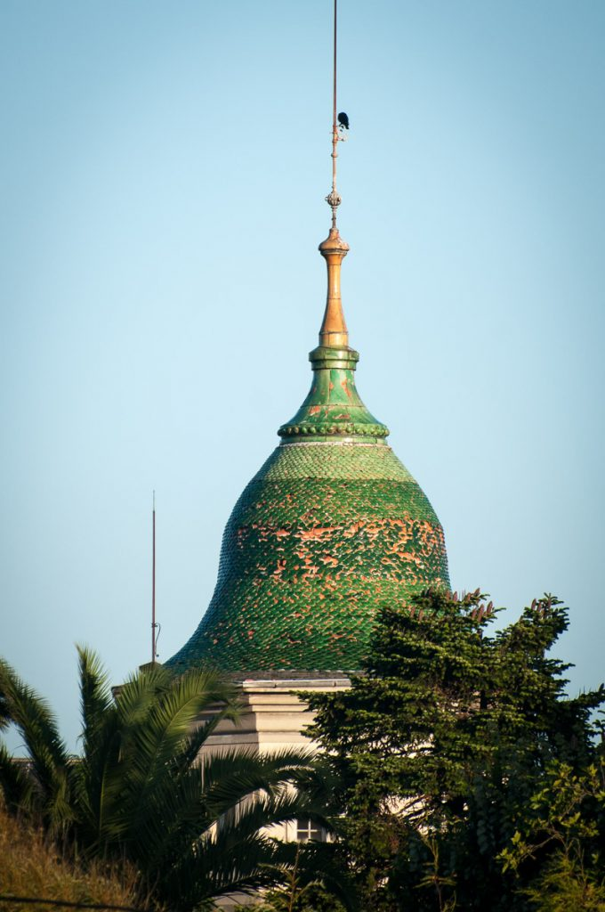 Cúpula verde de la casa de indianos Villa Excélsior en Luarca