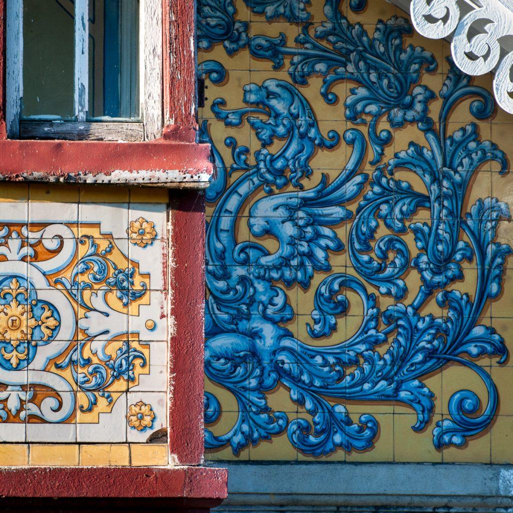 Azulejos de cerámica de Talavera en Villa Anita, Boal