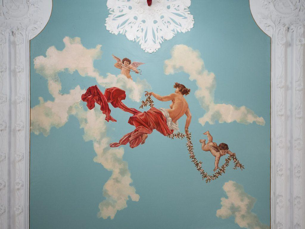 Dtalle de la pintura del mural del Casino de Castropol