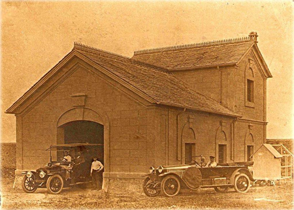 Garaje y coches Rolls-Royce de la familia Jardón en Viavélez