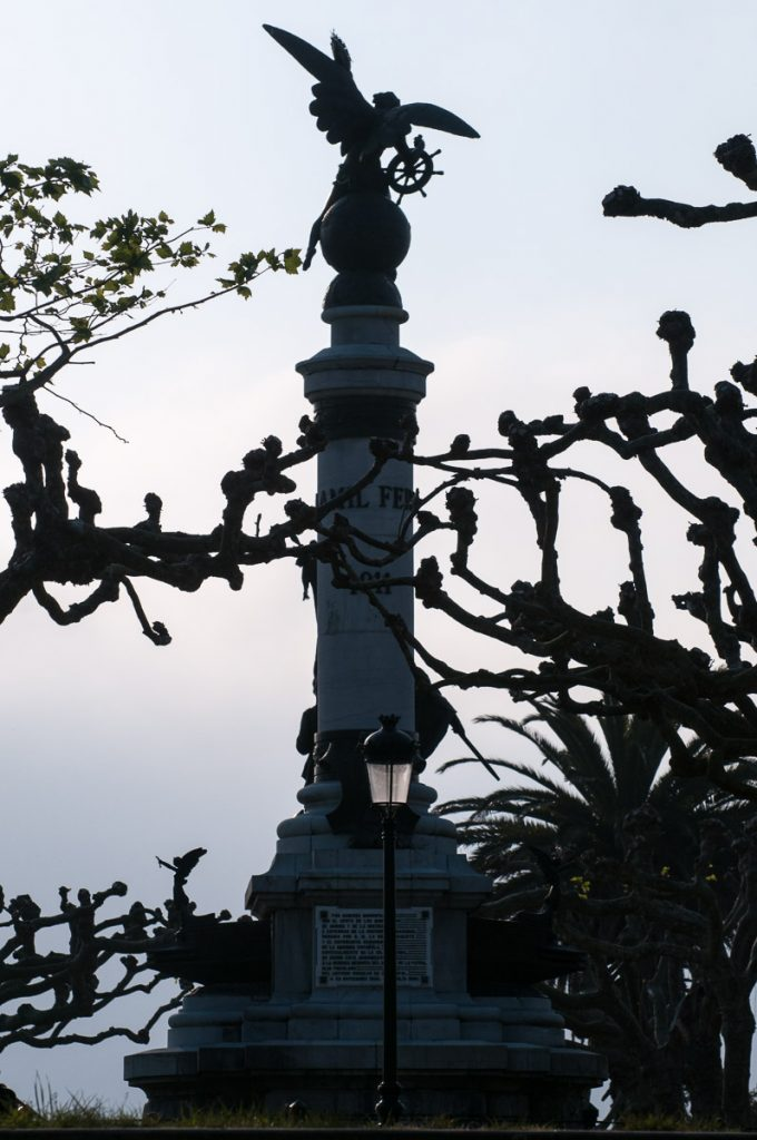 Monumento al marino Fernando Villaamil en Castropol