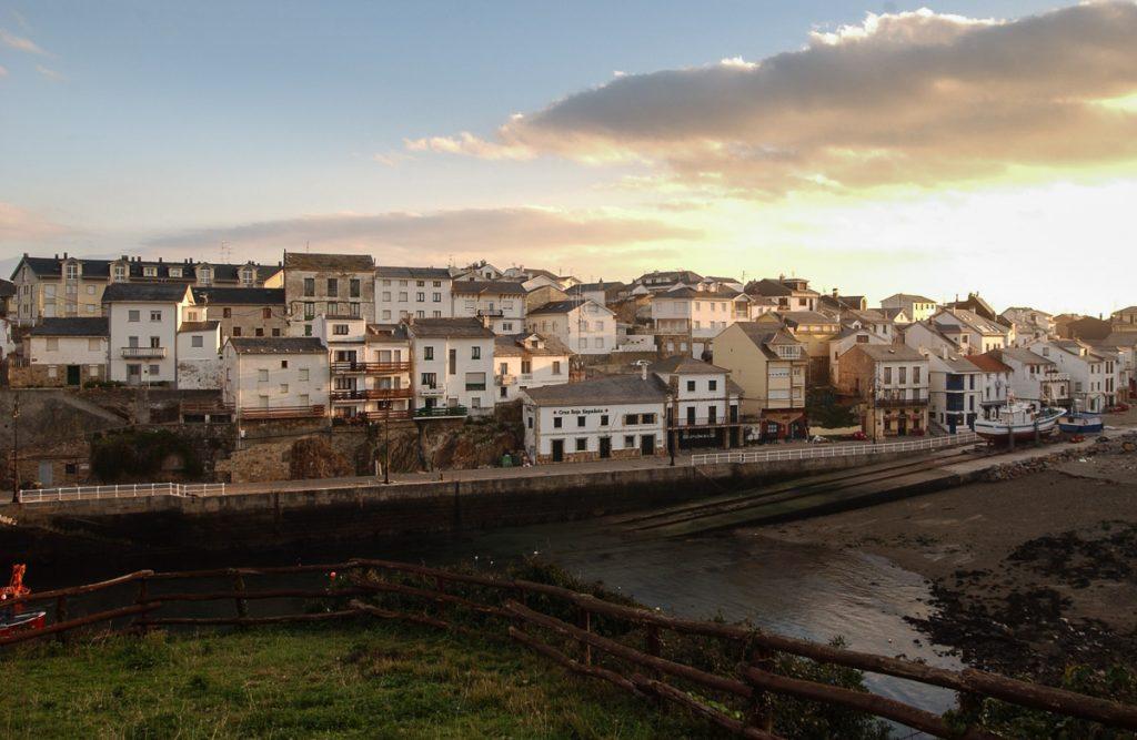 Panorámica de la villa marinera de Tapia de Casariego en Asturias