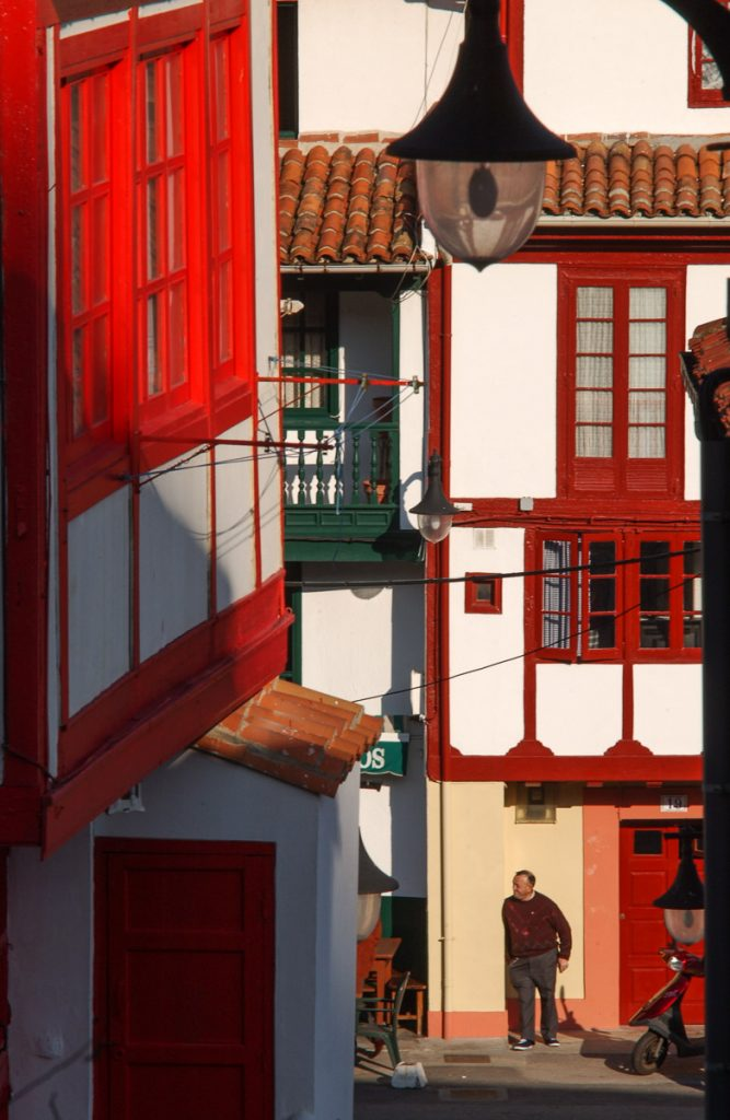 Casas de pescadores en el pueblo de Tazones, Villaviciosa, Asturias