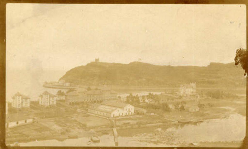 Foto antigua de cómo era la la zona de la playa de Santa Marina en Ribadesella a principios del siglo XX