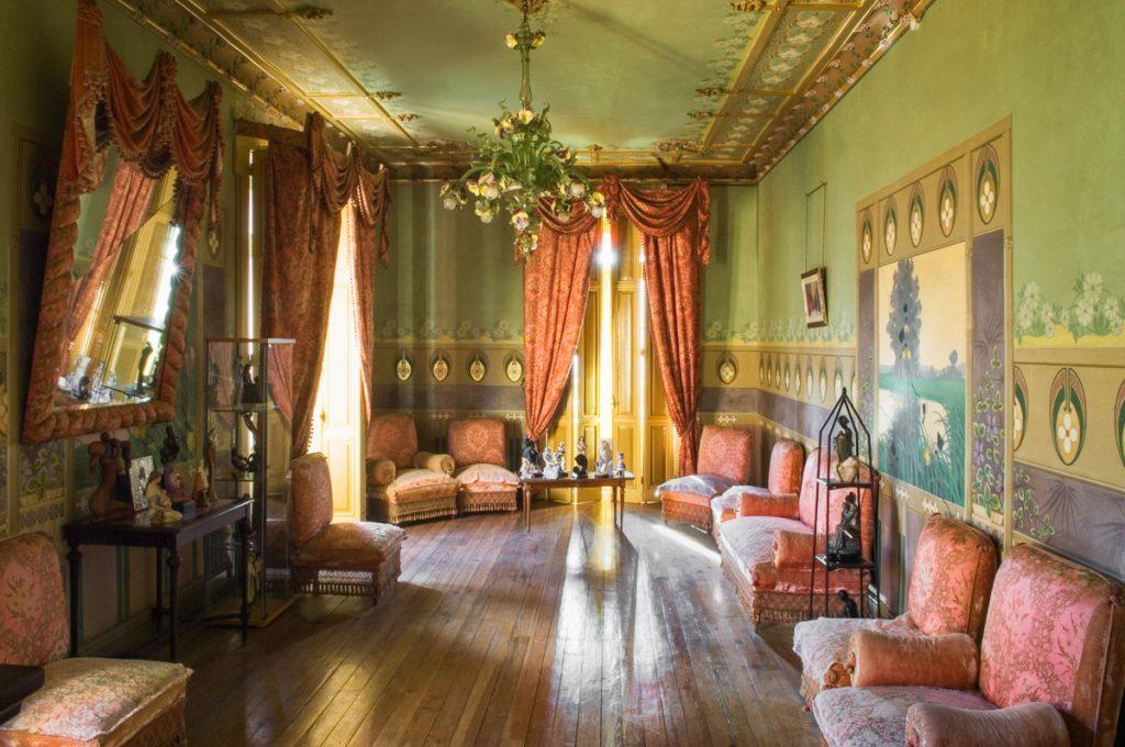 Salón de Villa Isabel, casa de indianos en La Ferrería, Soto del Barco