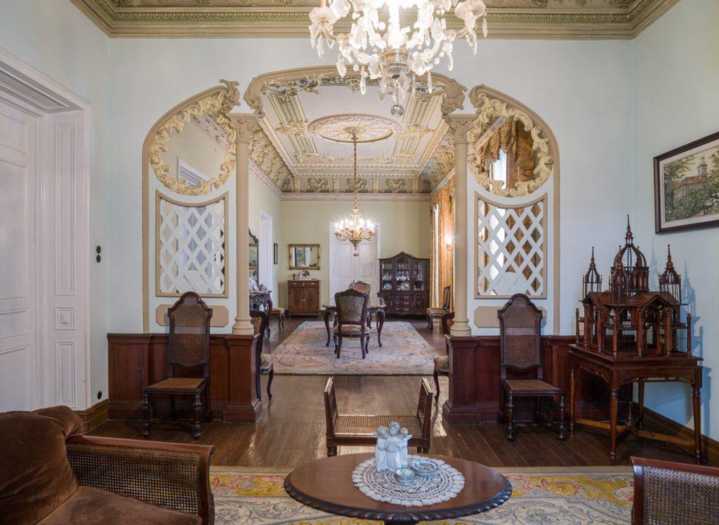 Salón de El Capitolio, casa de indianos de Grado, Asturias