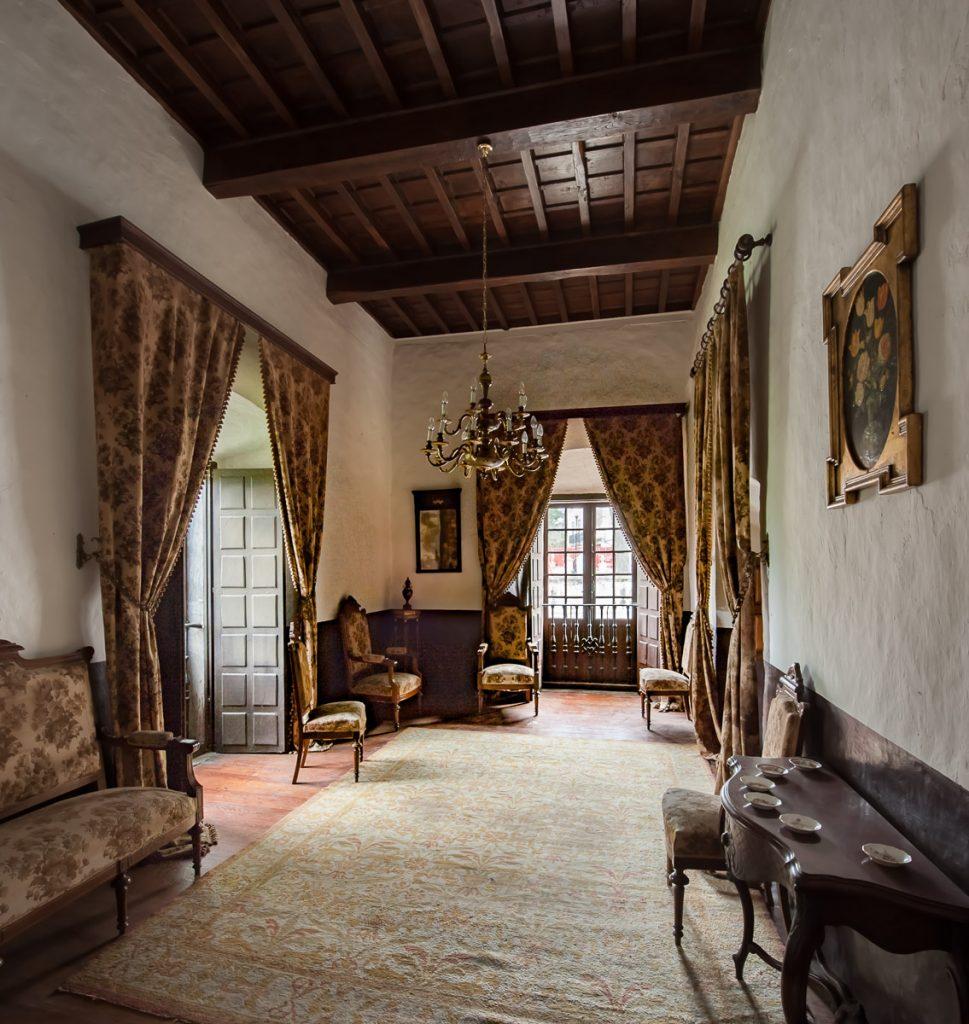 Salón contiguo a la capilla del palacio del Marqués de Santa Cruz