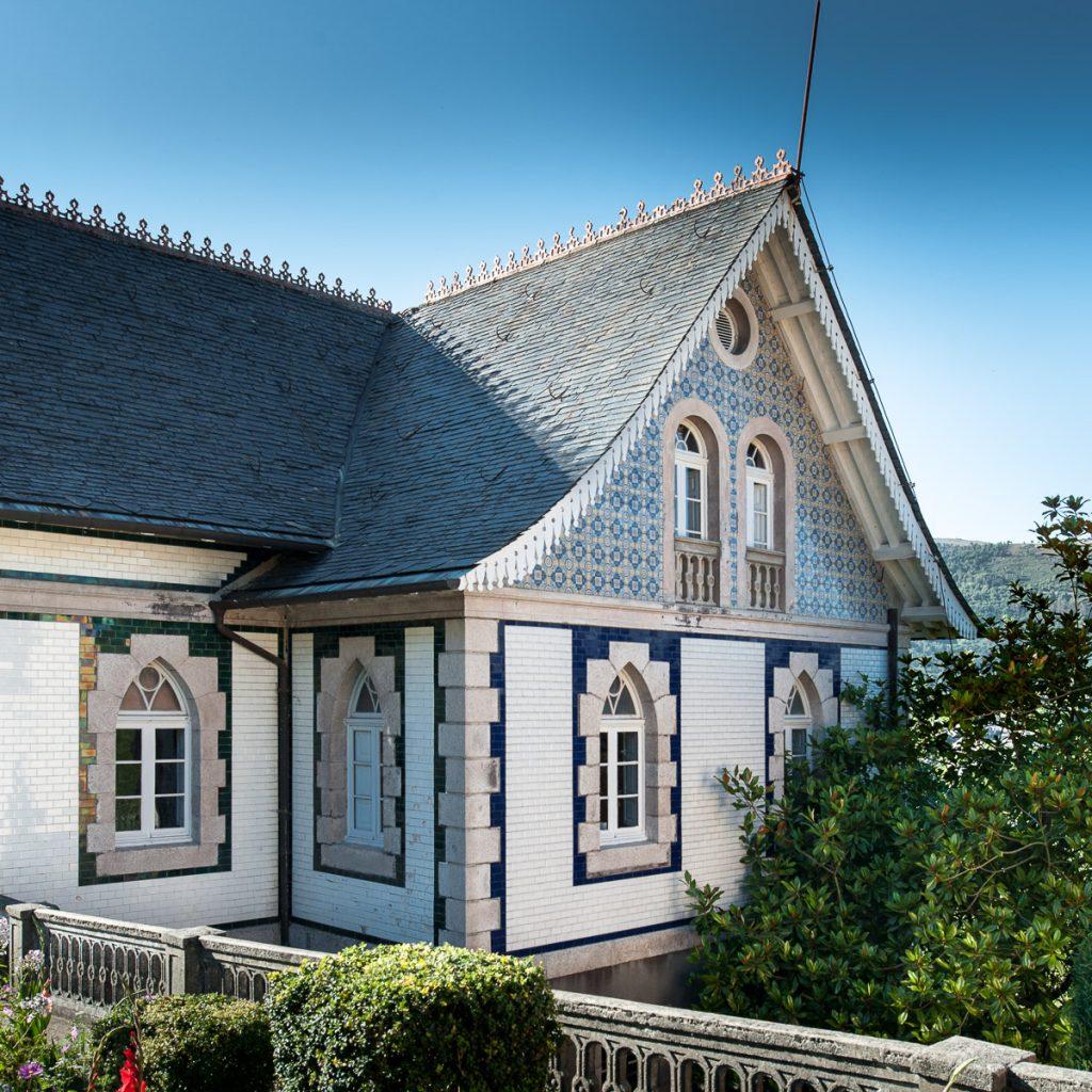 Fachada lateral de Villa Anita en Boal