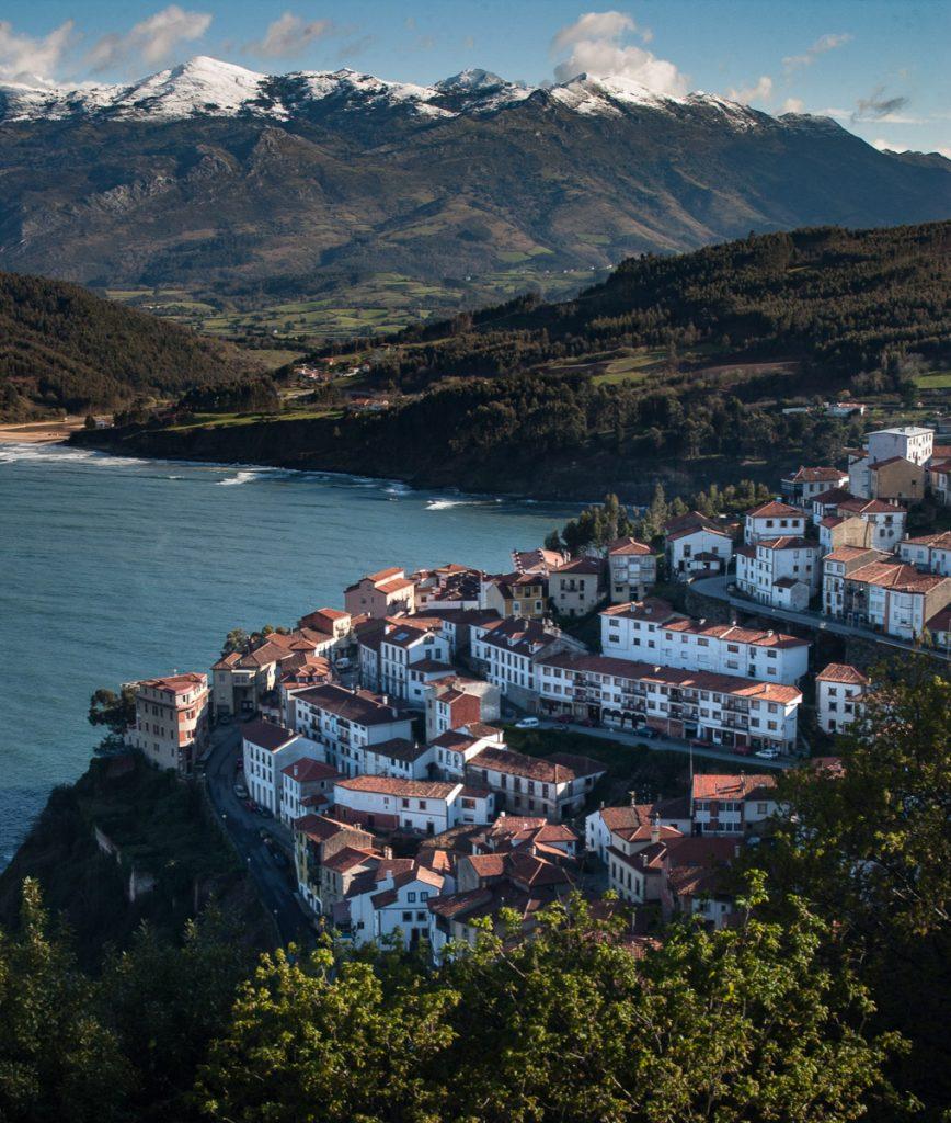 Vista de la Villa Marinera de Lastres en Asturias