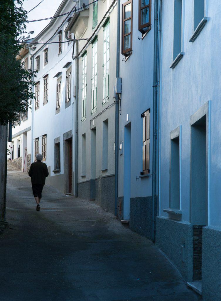 Calles estrechas en la villa de Castropol Asturias