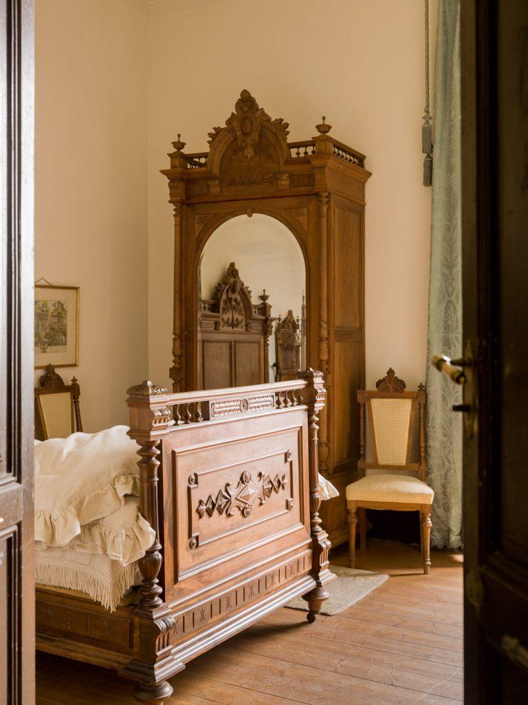 Dormitorio en la casa de indianos Villa Luisa en Prado, Caravia