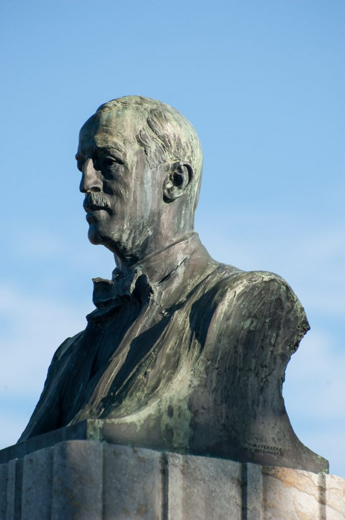 Busto de Fernando Jardón en Ortiguera, Asturias, obra del escultor Mariano Benlliúre